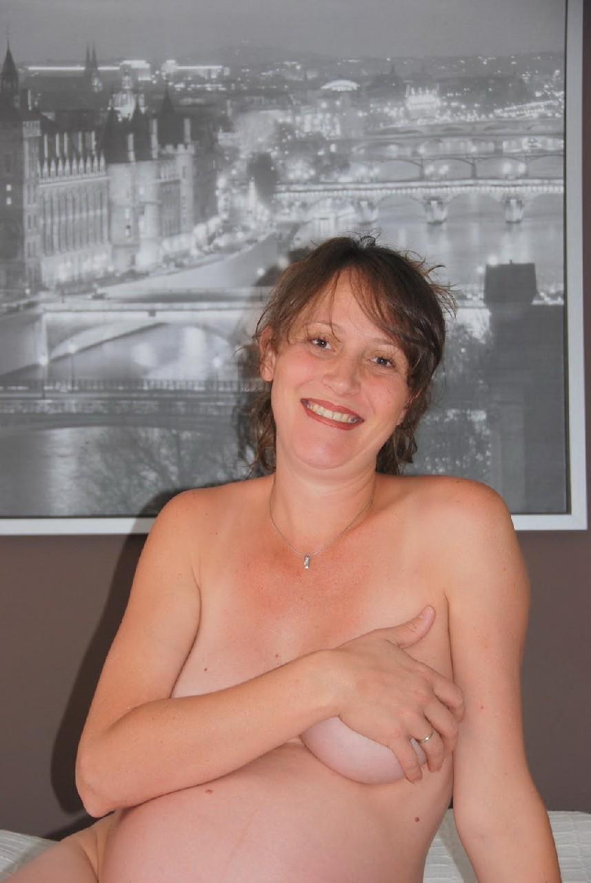 Домашняя фотосессия беременной кудряшки