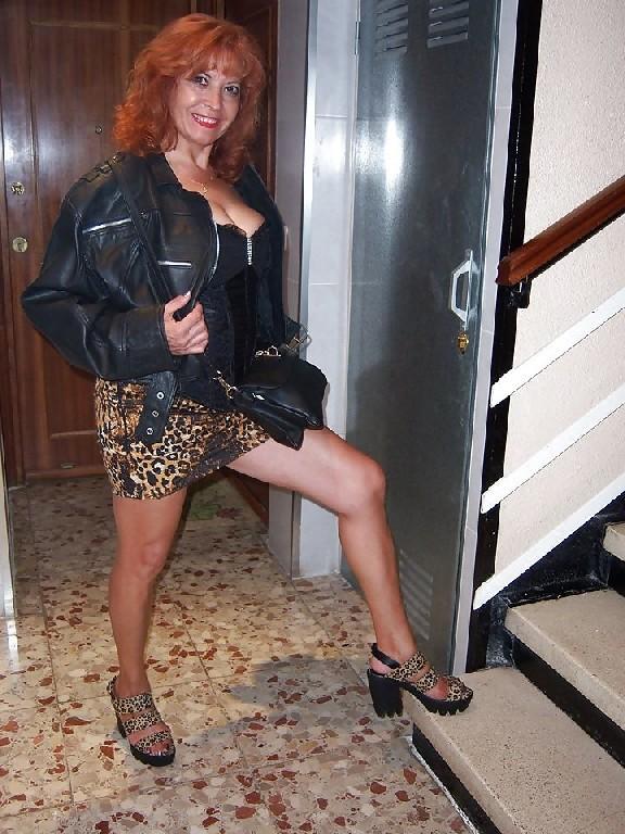Голые девушки в строгих костюмах — pic 12