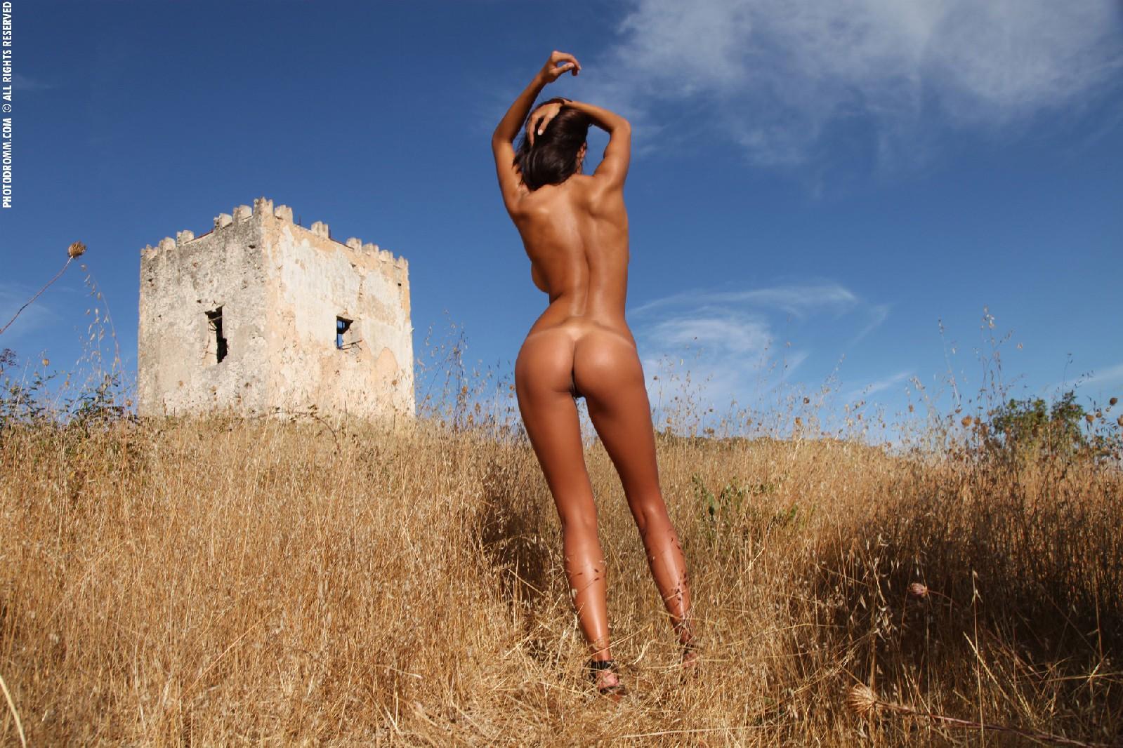 Телка с бронзовым загаром порно 2 фотография