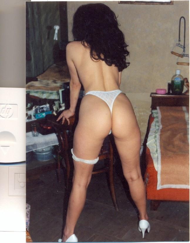 Мексиканка шикарно позирует на фотокамеру, получились отличные снимки