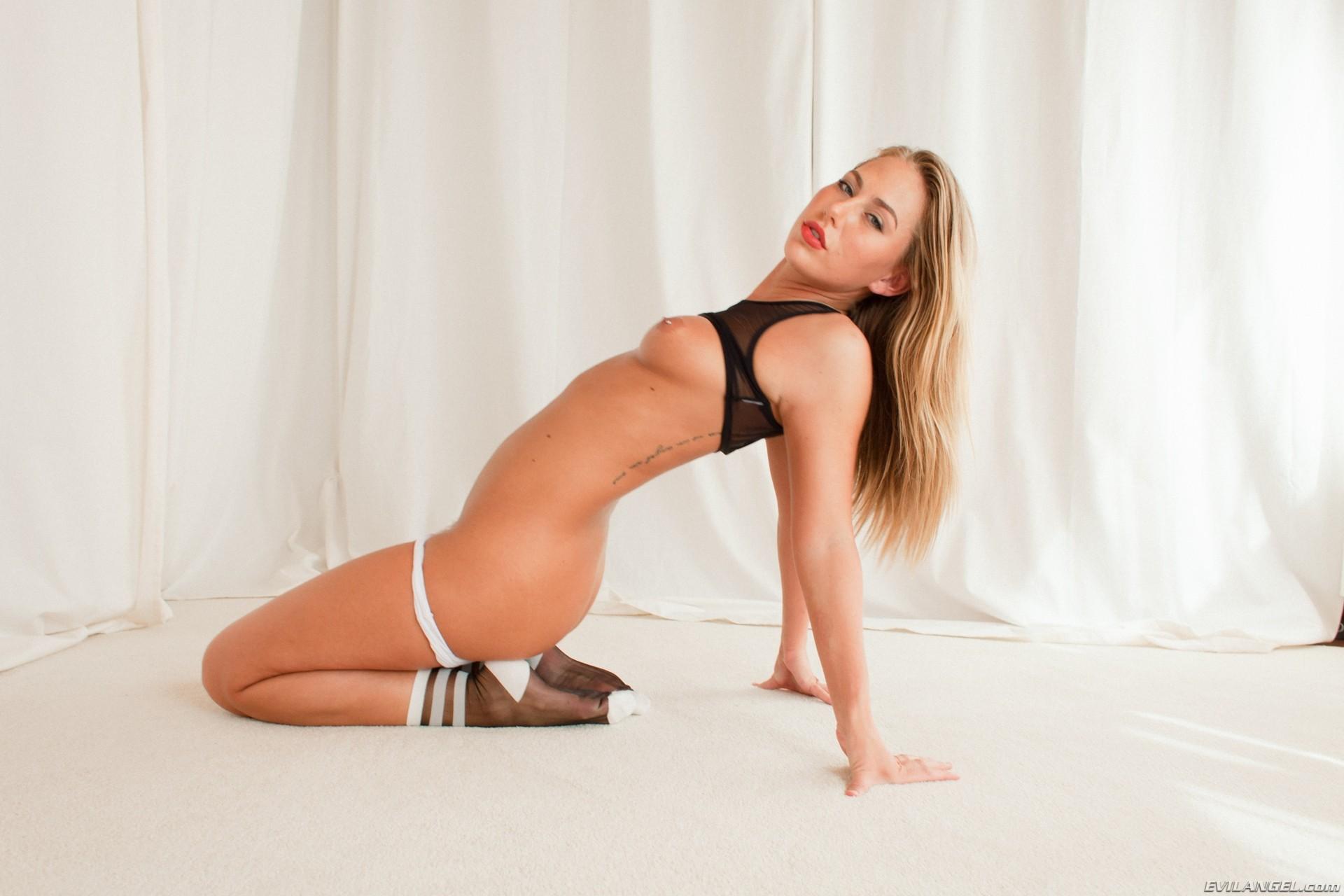 Anikka Albrite, Carter Cruise - Галерея 3463239