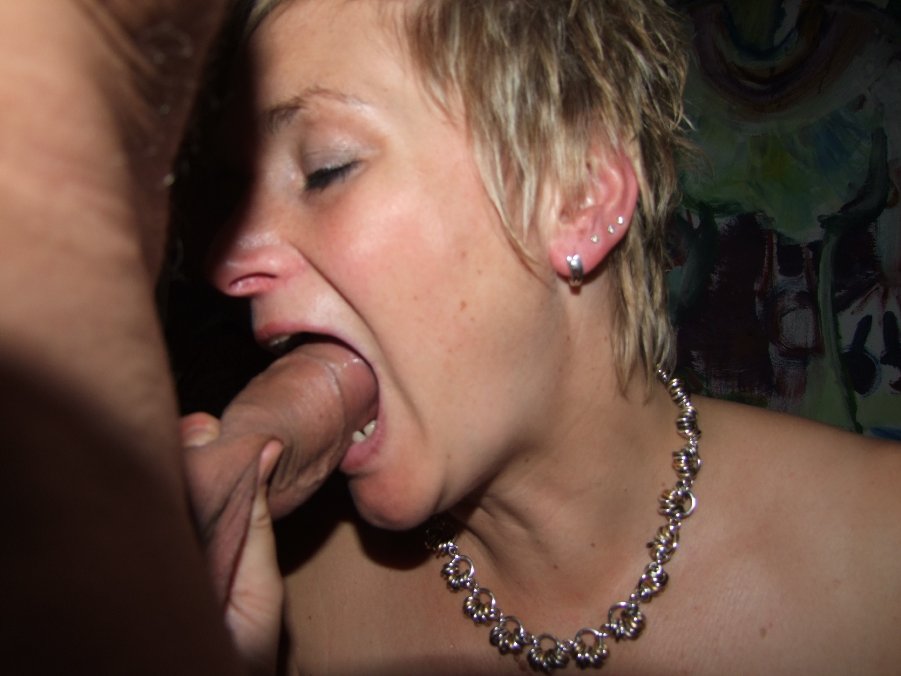 Зрелая женщина любит заниматься сексом с молодым парнем