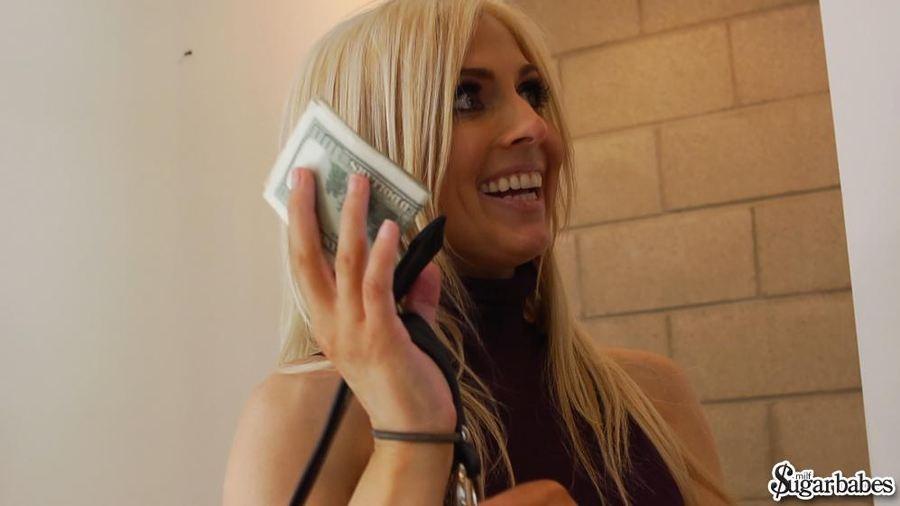Трахнул стройную блондинку за деньги