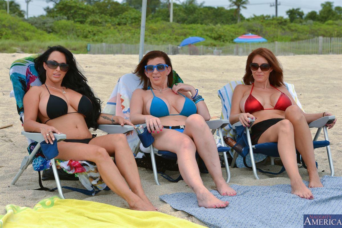 Три голодные зрелые бляди познакомились с парнем на пляже