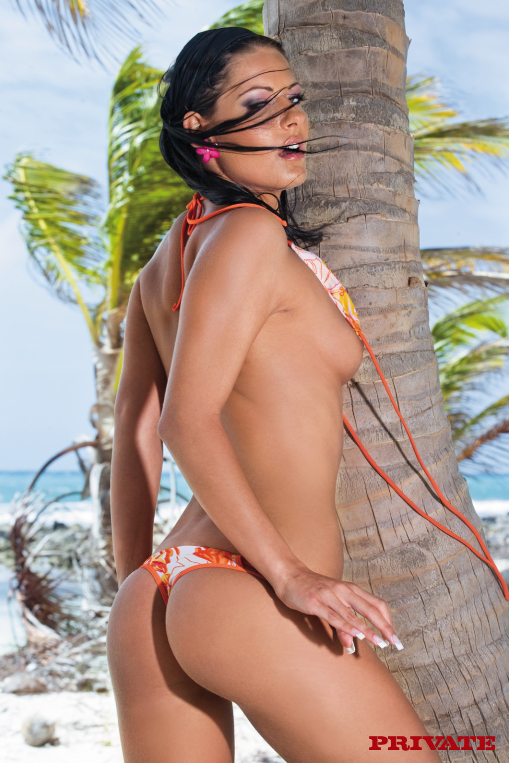 Четыре голые телки на пляже