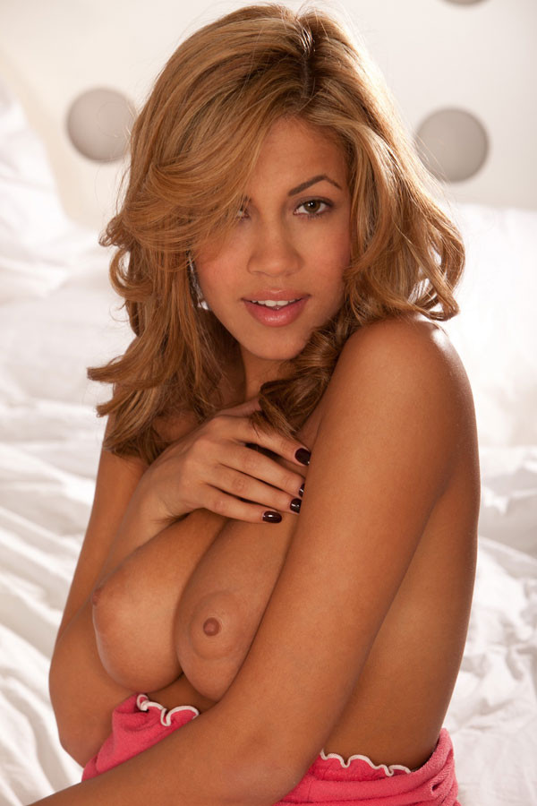 Isis Taylor демонстрирует грудь