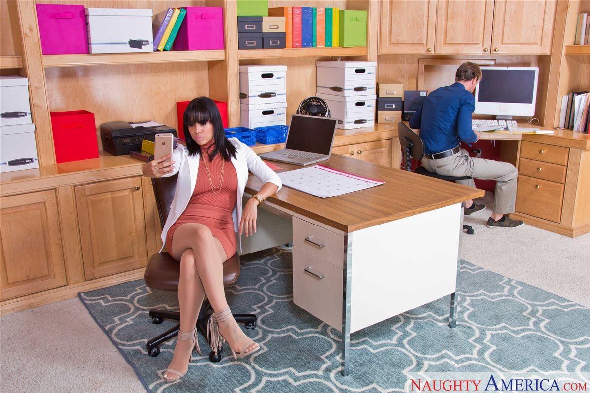 Занялись сексом на работе