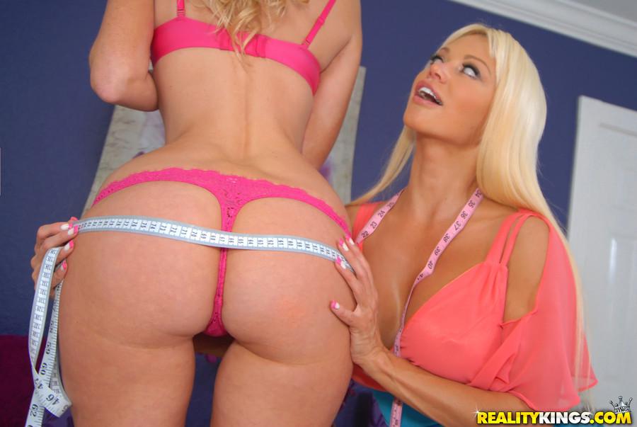 Зрелые блондинки лесбиянки с большими жопами
