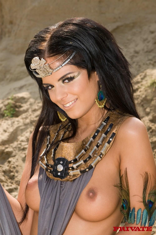 Групповой секс на пляже с индианками