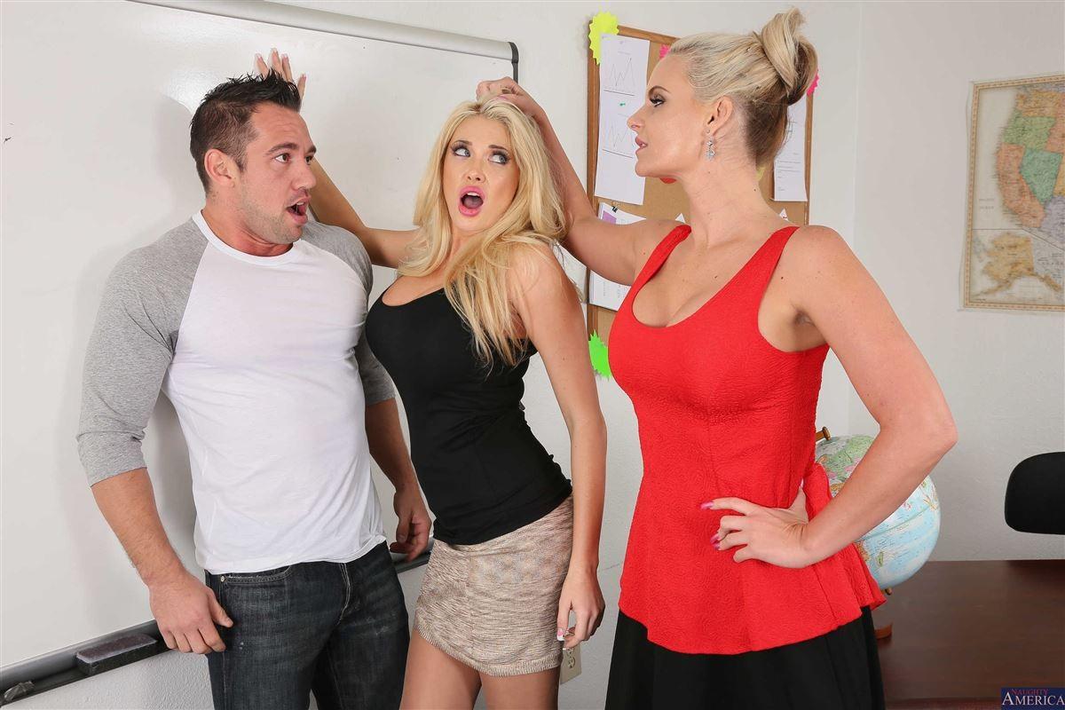 Секс с двумя зрелыми коллегами по работе