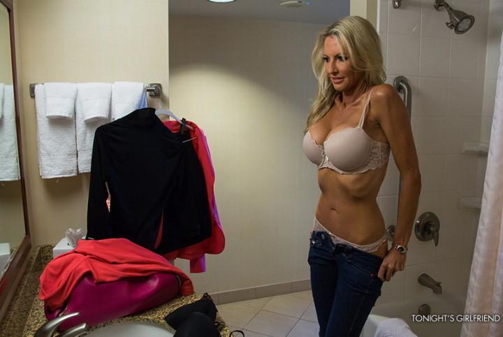 Блондинка Emma Starr порнозвезда