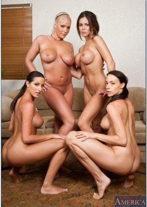 Четыре спортивные лесбиянки - фото 13