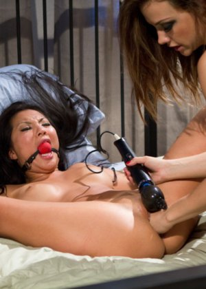 Asa Akira, Chanel Preston - Галерея 3307622 - фото 8