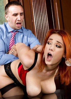 Секс с рыжей блядью после работы - фото 15