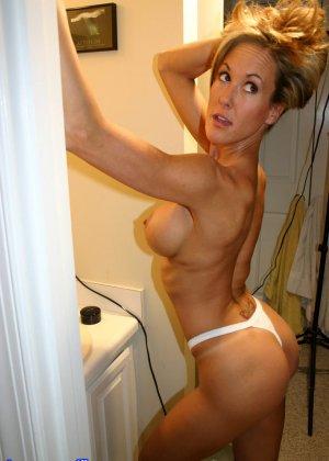 Зрелая Бренди Лов голая  в ванной - фото 18