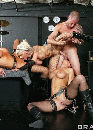 Delta White, Jayden Jaymes, Nikki Benz - Галерея 3497602 - фото 13
