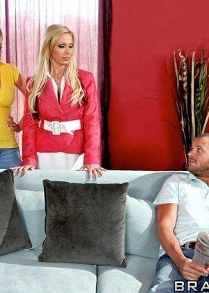 Секс с  двумя блондинками с большими сиськами - фото 5