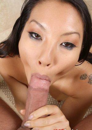 Выебал азиатку в рот и обкончал лицо спермой - фото 10