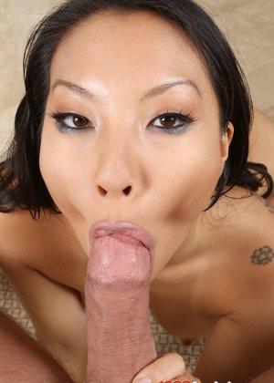 Выебал азиатку в рот и обкончал лицо спермой - фото 8