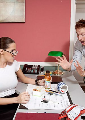 Кортни изменяет мужу с сотрудником на работе - фото 1