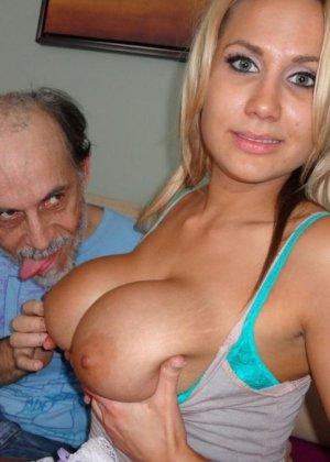 Девушка с большими титьками подрочила старику - фото 5
