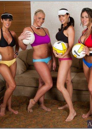Четыре спортивные лесбиянки - фото 2