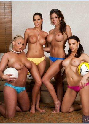 Четыре спортивные лесбиянки - фото 5