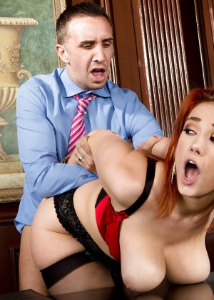 Секс с рыжей блядью после работы - фото 10