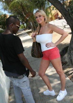 Секс негра и блондинки - фото 1