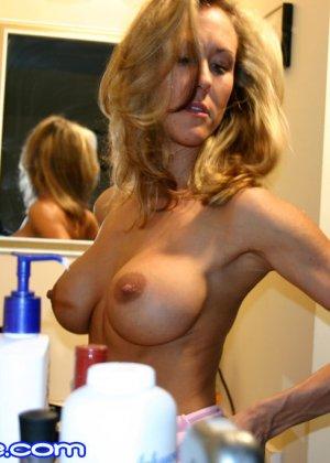 Зрелая Бренди Лов голая  в ванной - фото 9