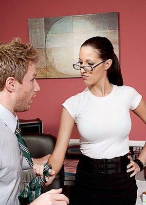 Кортни изменяет мужу с сотрудником на работе - фото 2