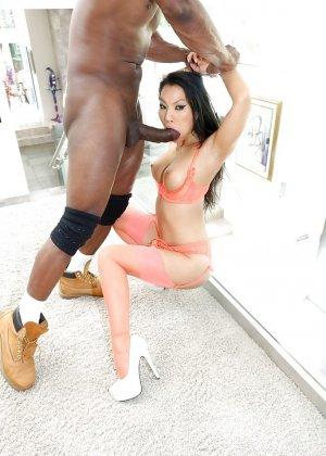 Негр трахнул азиатку в очко - фото 4