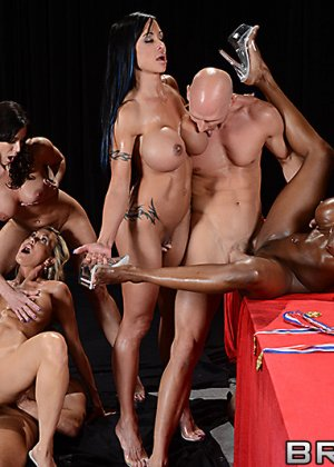 Brandi Love, Diamond Jackson, Jewels Jade, Kendra Lust, Bill Bailey - Галерея 3479235 - фото 6