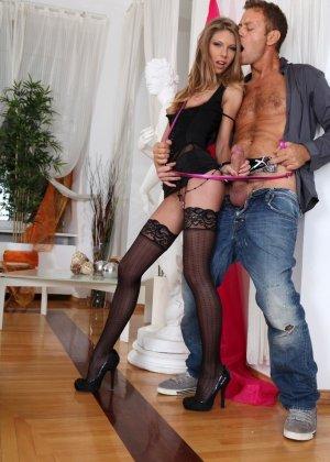 Мускулистый мужик и гламурная девушка в чулках устроили анальное порно - фото 6
