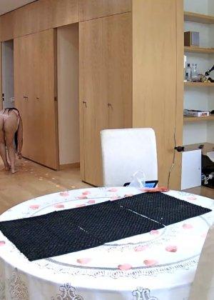 Скрытая камера в доме – прекрасные интимные кадры - фото 32