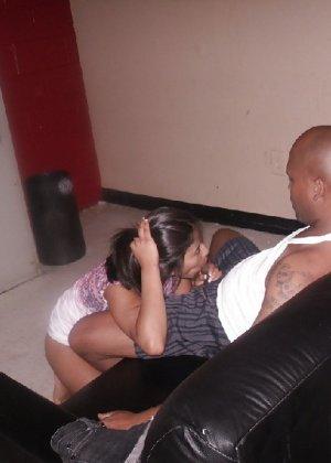 Латино-американка изменила мужу с двумя большими черными членами - фото 71
