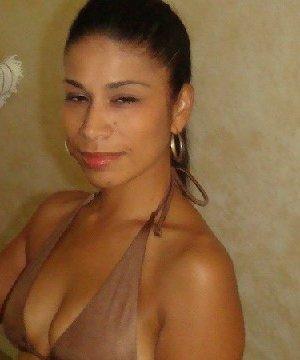 Латино-американка с огромной задницей любит показать ее везде - фото 14