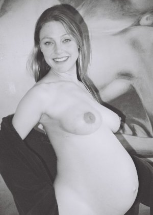 Домашний фотосет длинноволосой беременной дамы - фото 14