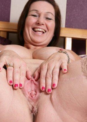 Зрелая британская женщина на все готова в постели - фото 18