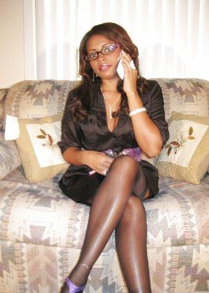 Прекрасная трахатебельная красавица играет распутную секретаршу - фото 1