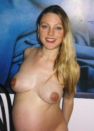 Домашний фотосет длинноволосой беременной дамы - фото 34