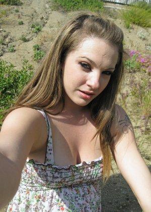Бесстыдная деваха Кимберли делает порно селфи своих прелестей - фото 15