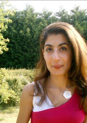 Арабская красотка не стесняется раздеться перед своим белым парнем - фото 19