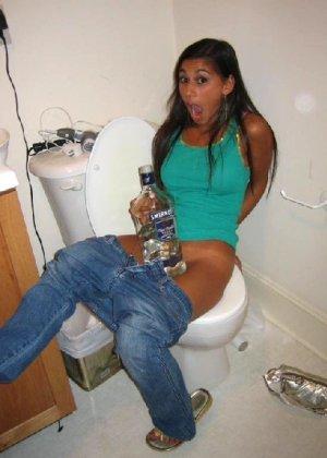Осторожно! Эти милые девахи любят веселье и алкоголь, нередко показывает сиськи - фото 10