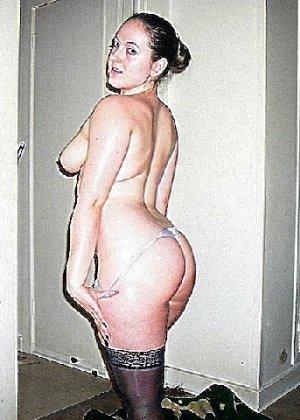 Девушка покрыла себя маслом и начала позировать мужу на кровати - фото 15