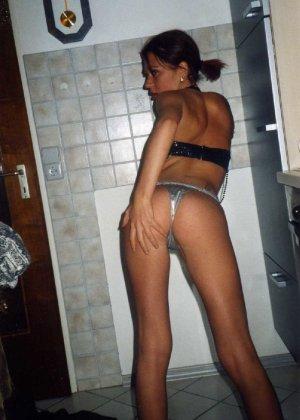 Девушка Лиза позирует в разных сексуальных нарядах - фото 19
