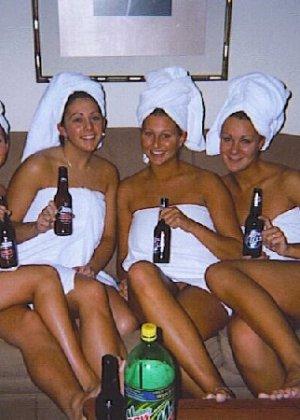 Осторожно! Эти милые девахи любят веселье и алкоголь, нередко показывает сиськи - фото 11