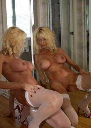 Худая блондинка в возрасте отлично выглядит - фото 5