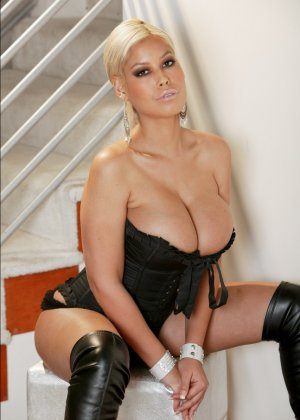 Анальный секс с грудастой латиной - фото 2