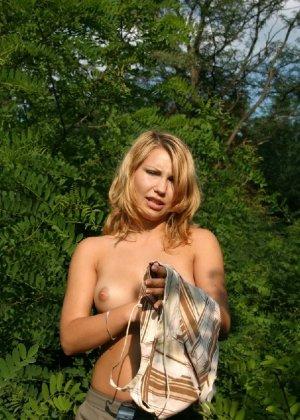 Девушка снимается раздетой в лесу, а потом дома отсасывает фотографу - фото 68 - фото 68 - фото 68